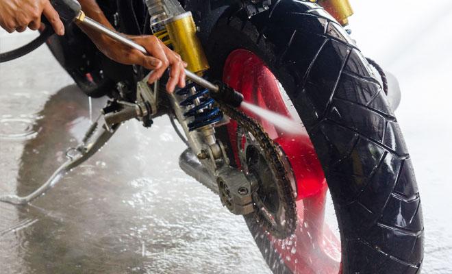 pressure washer motorcycle engine ¿Cómo limpiar una motocicleta?